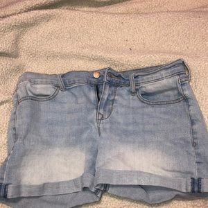 super cute denim light wash shorts